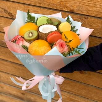 fruktovyj-buket-s-rozami
